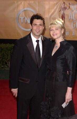 2005_(02_05)_The_11th_Annual_Screen_Actor_Guild_Awards_11.jpg