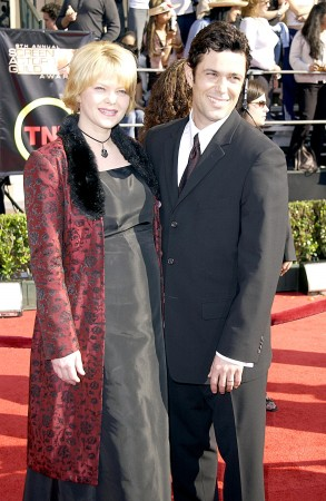 2003_(03_09)_The_9th_Screen_Actors_Guild_Awards_10.jpg
